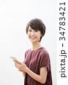 ショートヘア 女性 笑顔の写真 34783421