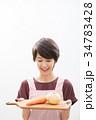 若い女性 ショートヘア 主婦 料理  34783428