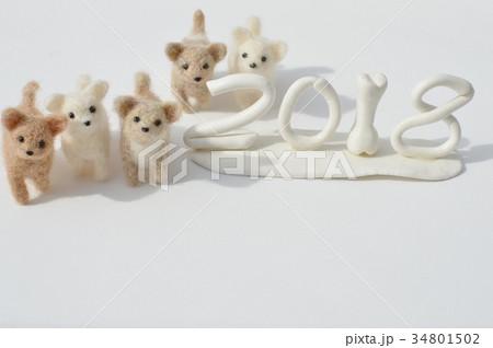 フェルトの子犬でお正月 の写真素材 [34801502] - PIXTA