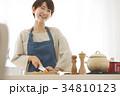 女性 料理 調理の写真 34810123