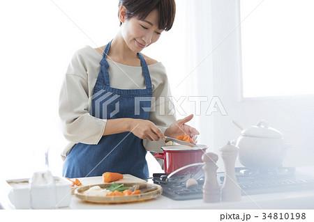 女性 ライフスタイル 料理 34810198