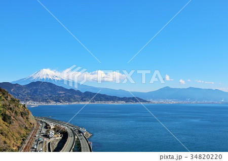 静岡県 薩埵峠からの富士山と駿河湾 34820220