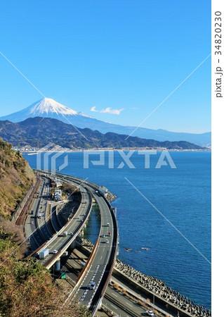 静岡県 薩埵峠からの海と富士山 34820230