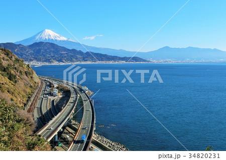 静岡県 薩埵峠からの海と富士山 34820231