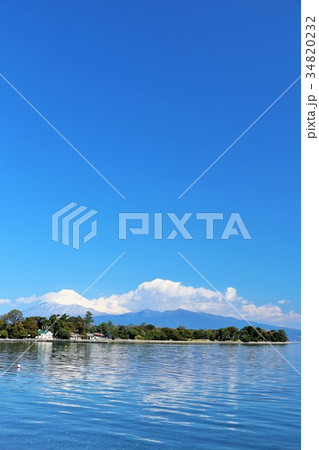 爽やかな青空と海 そして富士山 34820232