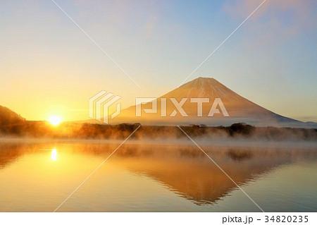 日出ずる国 富士山と朝の光 34820235