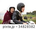 バイクに乗る孫と祖母 34828382