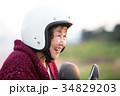 スクーターに乗るアクティブシニア 34829203
