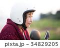 スクーターに乗るアクティブシニア 34829205