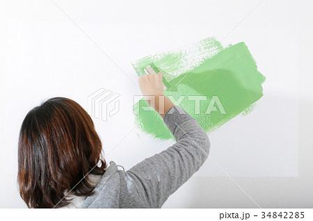 ペンキを塗っているところ 34842285