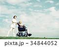 介護医療 介護士 シニア 車椅子 青空 34844052