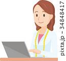 女性の栄養士がノートパソコンを操作しているイラスト-上半身 34848417