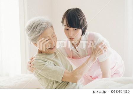 介護福祉士とシニア 訪問看護 在宅介護 34849430