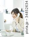 ビジネスウーマン 女性 電話の写真 34852634