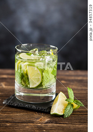 Mojito cocktail on dark backgroundの写真素材 [34857319] - PIXTA