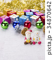 クリスマスイメージ(サンタとスノーマン) 34870642