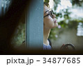 雨の日 お出かけをする女性 34877685
