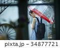 雨の日 お出かけをする女性 34877721