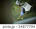 雨の日 お出かけをする女性 34877794