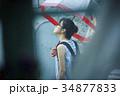 雨の日 お出かけをする女性 34877833