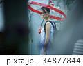 雨の日 お出かけをする女性 34877844