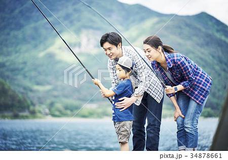 釣りを楽しむ家族 34878661