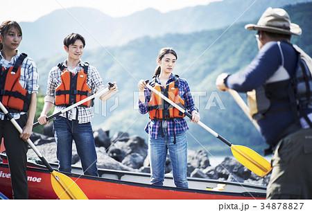 カヌーを漕ぐ家族 34878827