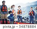 カヌーを漕ぐ家族 34878884