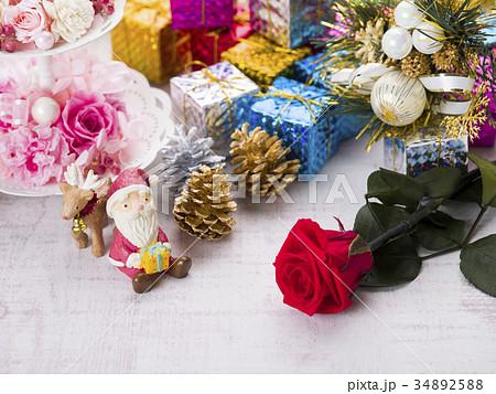 クリスマスイメージ(サンタとトナカイ) 34892588