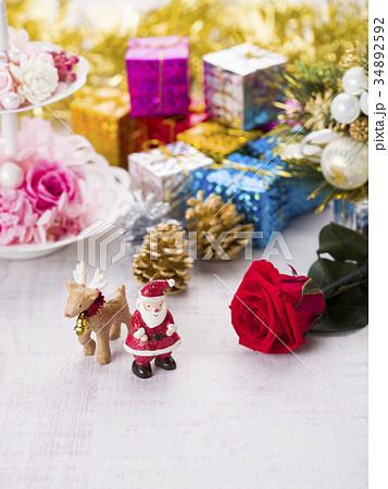 クリスマスイメージ(サンタとトナカイ) 34892592