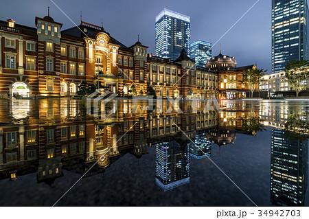 東京駅・丸の内 雨上がりの夜景とリフレクション 34942703