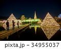 あしかがフラワーパークのイルミネーション 光のピラミッドで写真を撮る人 34955037