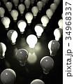 電球で表現するひらめきイメージ 34968337