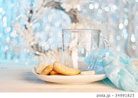 Glass empty mug with cookiesの写真素材 [34991825] - PIXTA