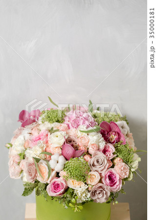 Luxury bouquets of mix flowers in the hat box. 35000181