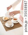 紅茶を出す 35038987