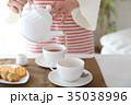 紅茶を出す 35038996