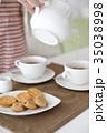 紅茶を出す 35038998