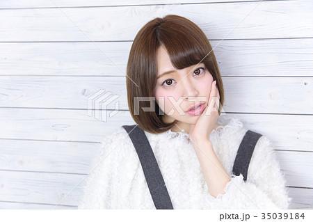若い女性 ヘアスタイル 35039184