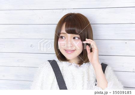 若い女性 ヘアスタイル 35039185