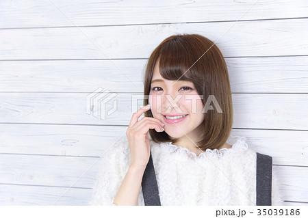 若い女性 ヘアスタイル 35039186