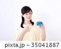 ミドル女性、クレジットカード 35041887