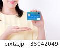 ミドル女性、クレジットカード 35042049