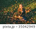 女性 メス 木の葉の写真 35042949