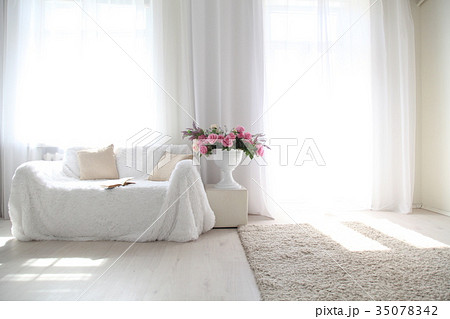 White lounge sofa large Windows and color bookの写真素材 [35078342] - PIXTA