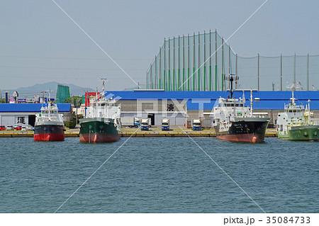 丸亀港に停泊する船 35084733
