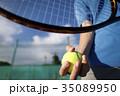 テニスをする男性の手元 35089950
