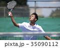 テニスをする男性 35090112