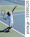 テニスをする男性 35090120