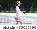 テニスコートにいる女性 35090298